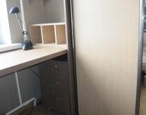Комплект мебели для детской комнаты: шкаф, стол и полочка для мелочей