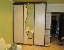 Шкаф-купе для детской комнаты с зеркально дверцей