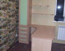 Комплект мебели для детской - шкаф, стол и настенные полочки