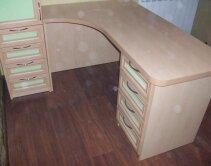 Детский письменный стол угловой, с ящиками