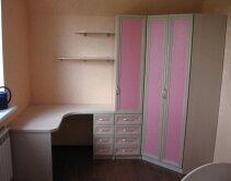 Комплект угловой детской мебели - стол и шкаф для одежды