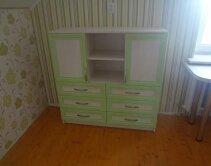 Комод для детской комнаты салатовый с открытыми полками и ящиками