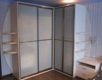 угловой шкаф, открытые полки, матовое стекло «молоко»
