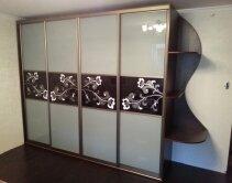 модель со стеклянными дверями